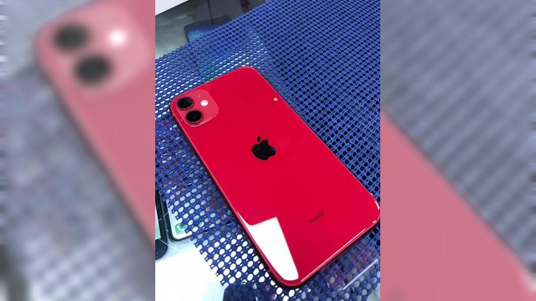 原PO買iPhone11送給老婆。圖/翻攝自爆廢公社二館 買新手機寵妻!人夫驚覺「老婆大進化」:睡衣也更新了