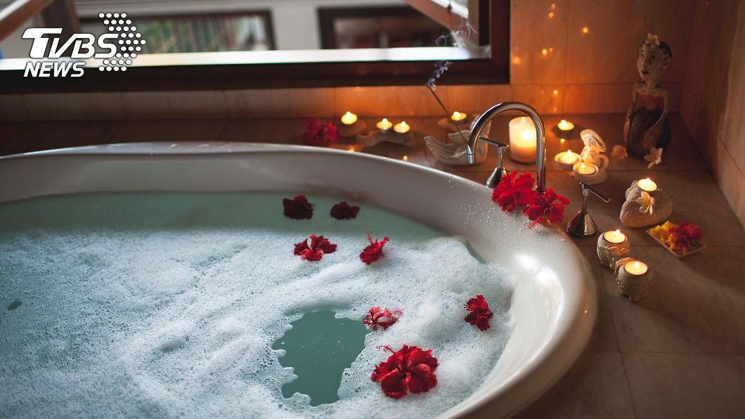 示意圖/TVBS 飯店浴缸「黃綠色水」 房務一看超傻眼:死囡仔!