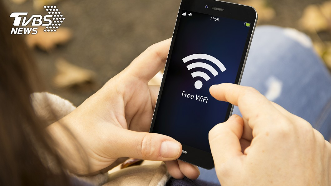 示意圖/TVBS 「WiFi過敏症」全身包緊緊 嬤喊:5G會殺了我!