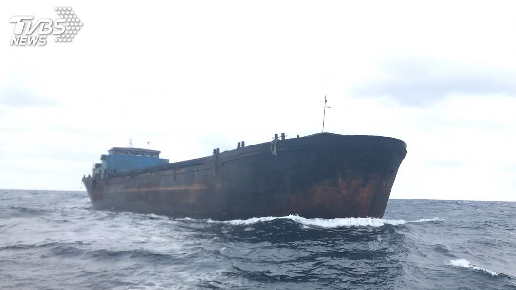 圖/海巡署艦隊分署提供 疑中國無名貨輪三貂角外海漂流 海巡署監控中