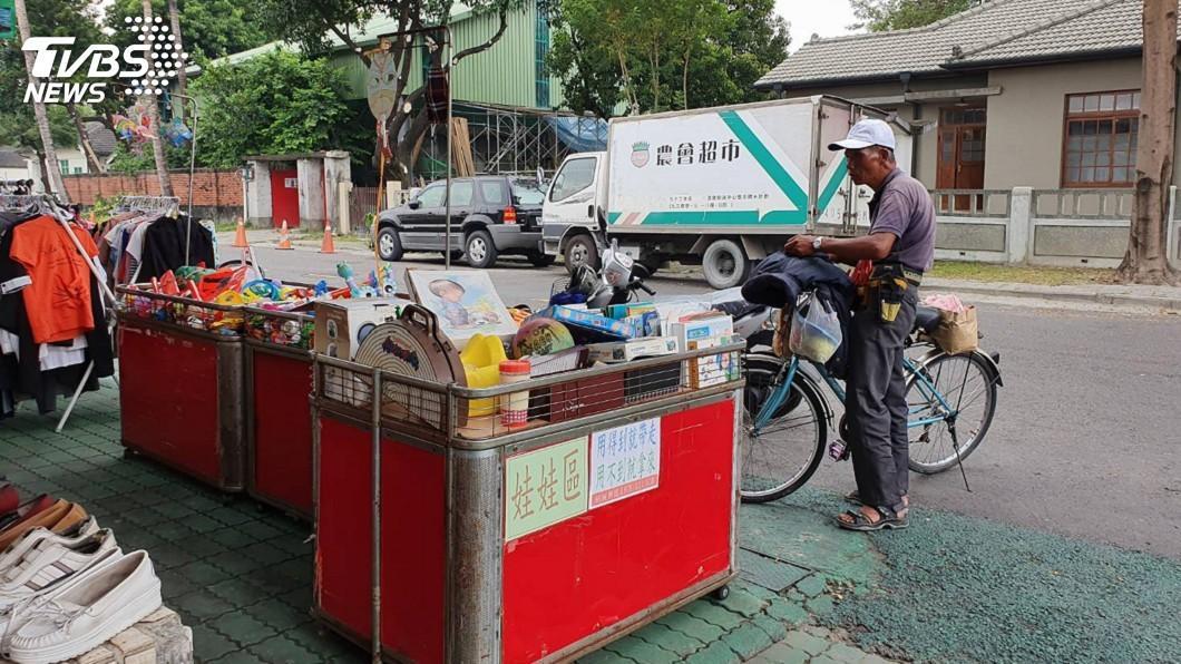 圖/中央社 意外募來10貨櫃二手衣 銅板樂園籲別捐了