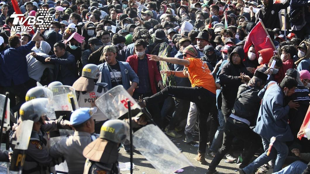 圖/達志影像美聯社 同居、婚前性行為都犯法 印尼學生抗議撤惡法