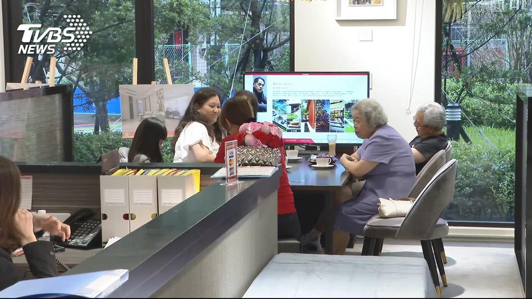 圖/TVBS 928檔期賞屋回溫! 新北建案每周40組來客
