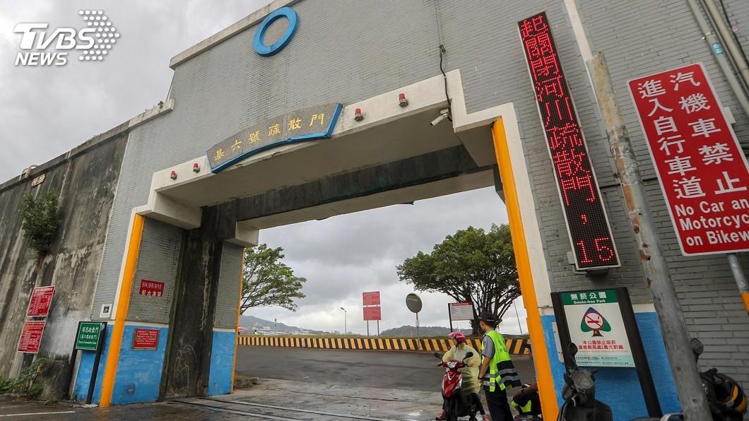 圖/中央社 颱風米塔來襲 北市河川疏散門將關閉