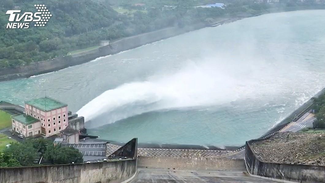 圖/中央社 防範颱風米塔豪雨 石門水庫調節性放水