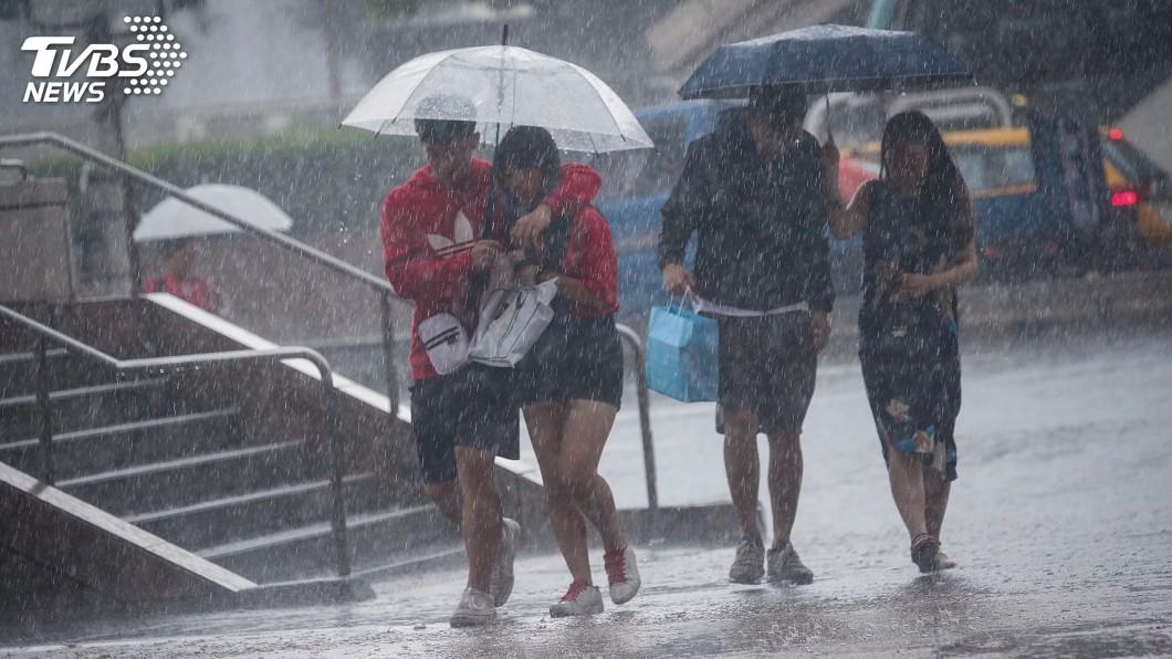 圖/中央社 米塔暴風圈觸陸!15縣市豪雨特報 宜蘭防超大豪雨
