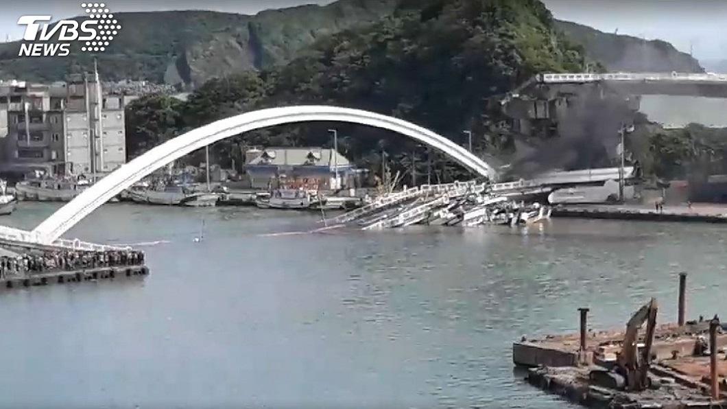 南方澳跨港大橋昨(1日)驚傳坍塌意外。圖/TVBS資料照 南方澳大橋坍塌! 港務局、港務公司驚爆21年沒檢測