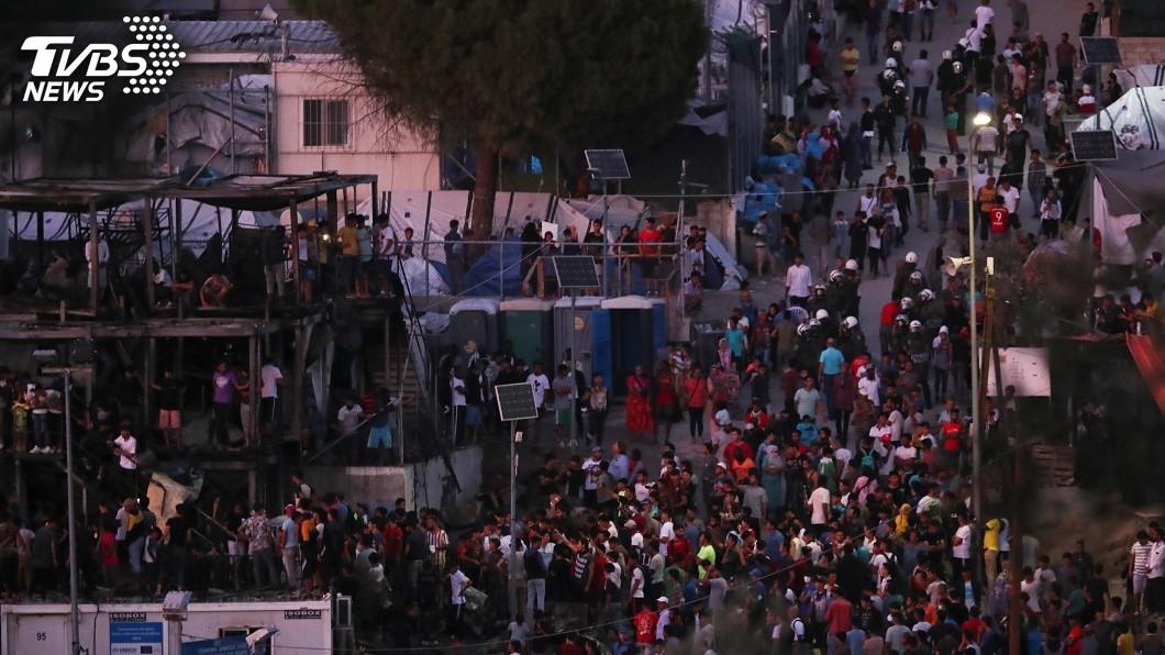 圖/達志影像路透社 難民營大火引暴動 希臘盼把萬名移民遣返土耳其