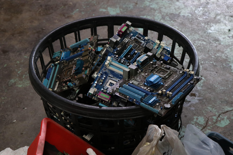 《重現生「機」:廢棄手機的再利用》 重現生「機」:廢棄手機的再利用