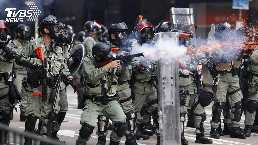 圖/達志影像美聯社 17周抗議首見港警朝人射實彈 CNN:是轉捩點