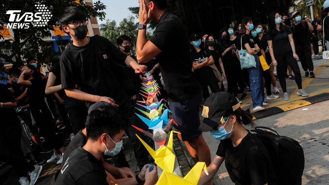 圖/達志影像路透社 反送中被槍擊學生情況穩 同學校友集會聲援