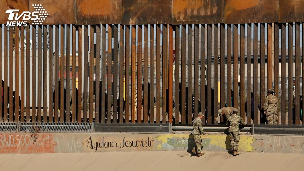 圖/達志影像路透社 阻移民闖美墨邊境 傳川普建議士兵朝大腿開槍