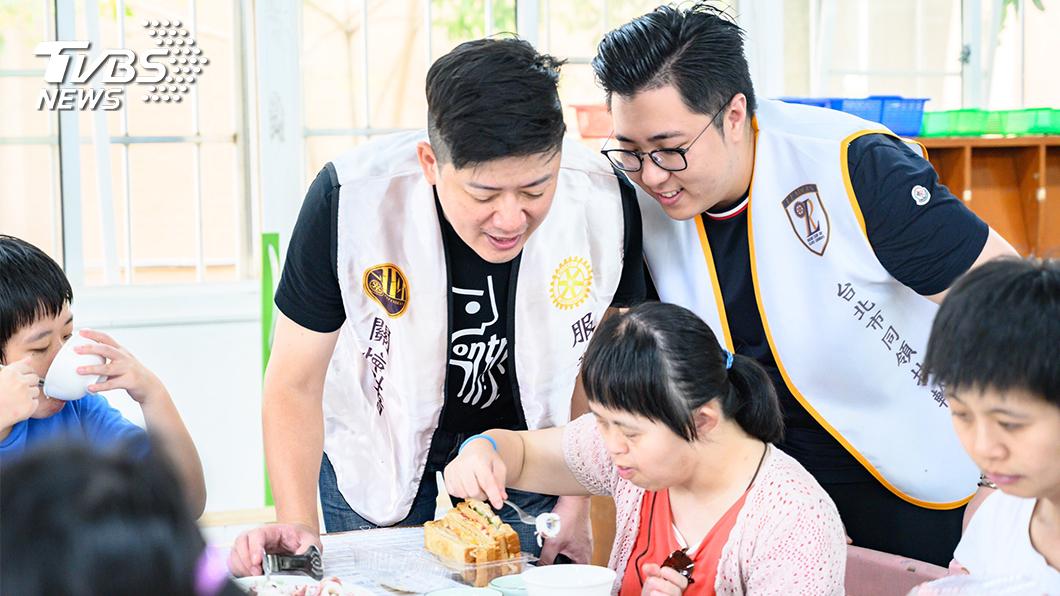 陪伴活動是幫助身心障礙朋友融入社會並培養生活技能重要方式。 (圖/TVBS) 永續入菜 扶輪陪伴與保育同在