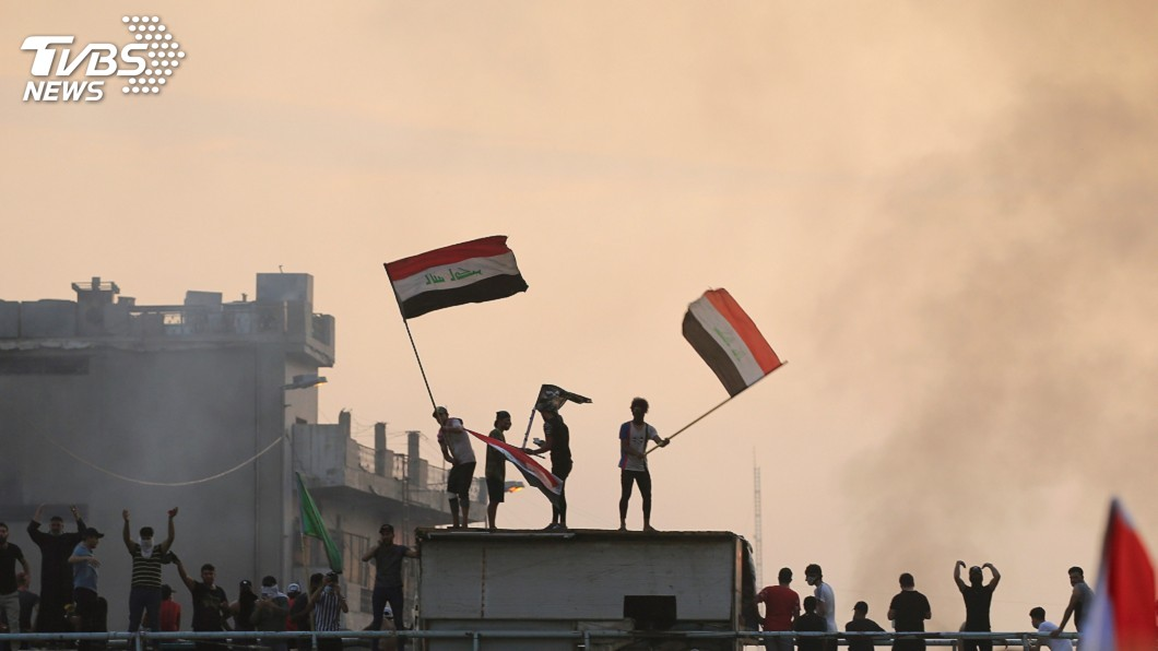 圖/達志影像路透社 巴格達抗議釀死傷 伊拉克總理宣布實施宵禁