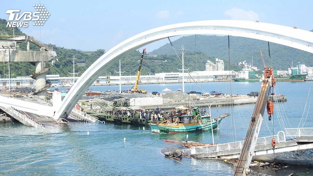圖/中央社 南方澳斷橋9日封港開拆 黃玉霖籲漁民提前出海