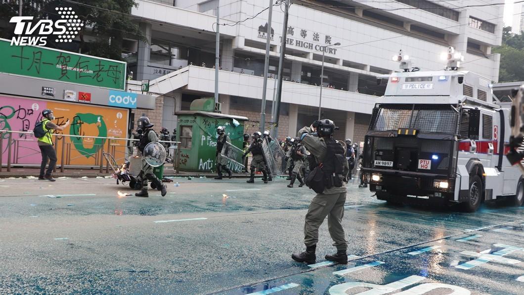 圖/中央社 港警修訂武力使用手冊 可用槍械範圍擴大