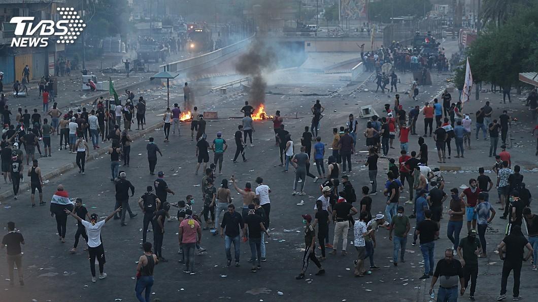 圖/達志影像美聯社 示威抗議蔓延全國 伊拉克宣布宵禁