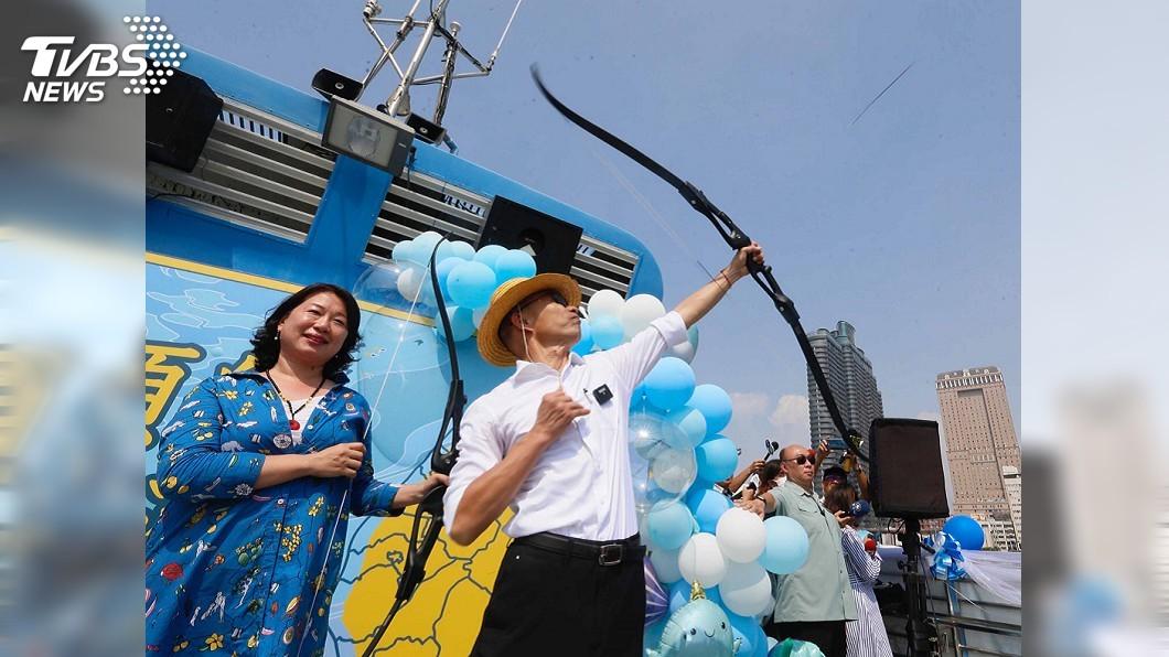 圖/中央社 總統大選決戰百日! 韓國瑜搭船射穿雲箭造勢