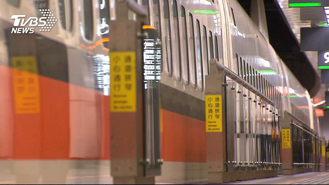 自12月1日起旅客進入高鐵車站,需強制配戴口罩。(圖/TVBS資料畫面) 高鐵族注意! 12/1起進入車站將強制戴口罩