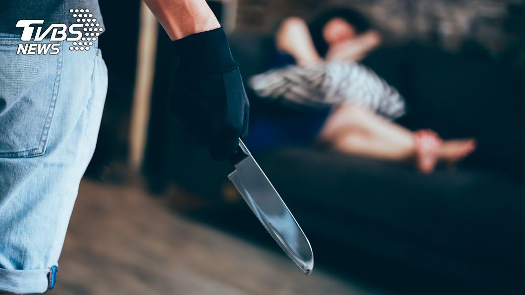 80歲老婦人是個冷血殺人魔。示意圖/TVBS 80歲嬤隨身帶斧頭…宰殺房客製成「人肉果凍」分送