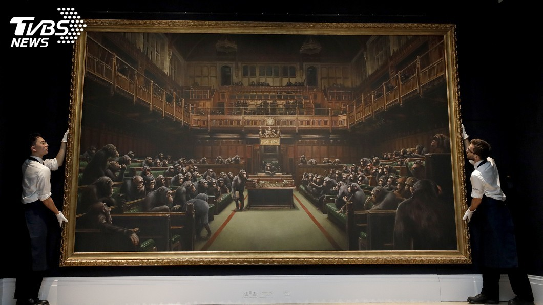 圖/達志影像美聯社 班克西描繪黑猩猩主宰國會畫作 拍出3.7億高價
