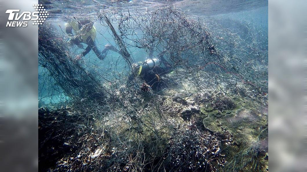 圖/海管處提供 東吉嶼薰衣草森林珊瑚礁險遭難 海管處清除漁網