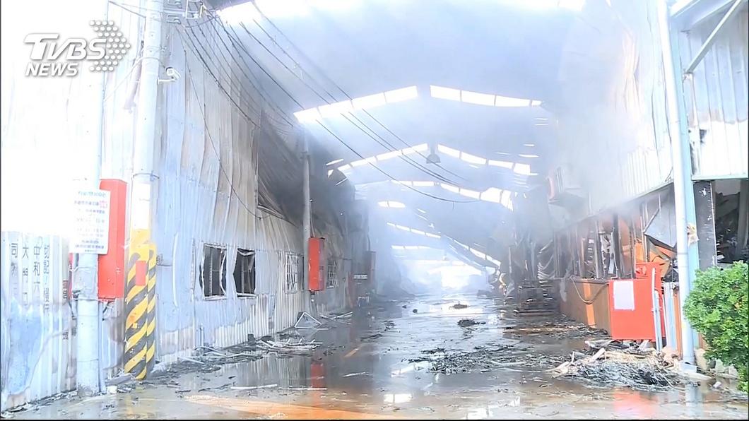 圖/TVBS 4年損失15名消防隊員 救災命喪鐵皮廠房