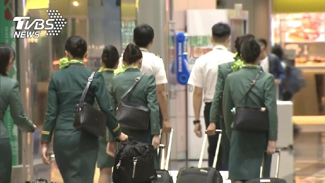 長榮航空1名空姐藉故請假,1年只上班154天遭公司資遣。(示意圖/TVBS) 1年請假154天…長榮空姐遭解僱 法官問:能轉地勤?