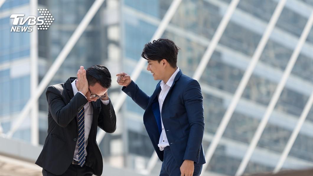示意圖/TVBS 神戶老師聯手霸凌同事 強餵辣咖哩還塗眼睛