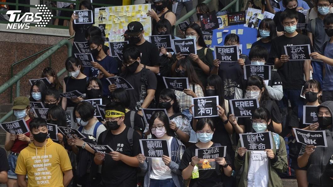 圖/中央社 港府禁止蒙面上街 中正大學學生戴口罩撐港人