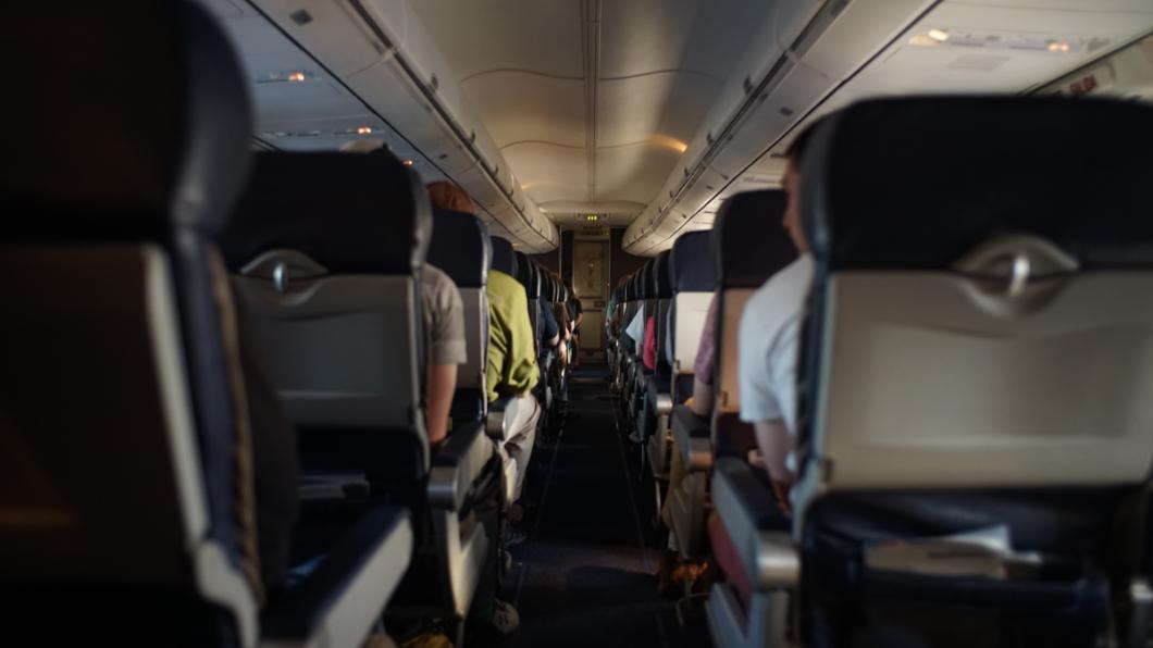 示意圖/TVBS 機上飄腐味!機師戴氧氣罩迫降機場 罪魁禍首竟是‧‧‧