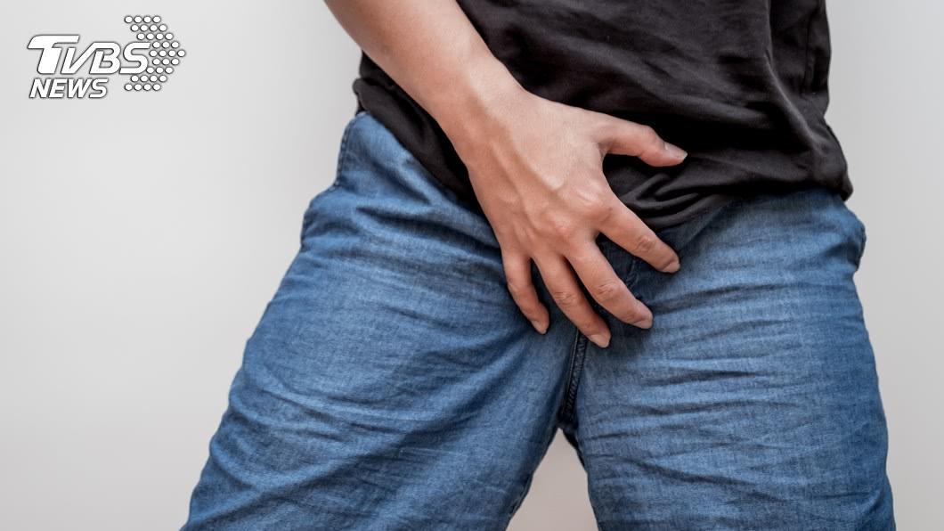 沙國1名男子下體有異物侵入,日前到診所求助。(示意圖/TVBS) 把8公分鑷子塞尿道 22歲男就醫:已經4年了