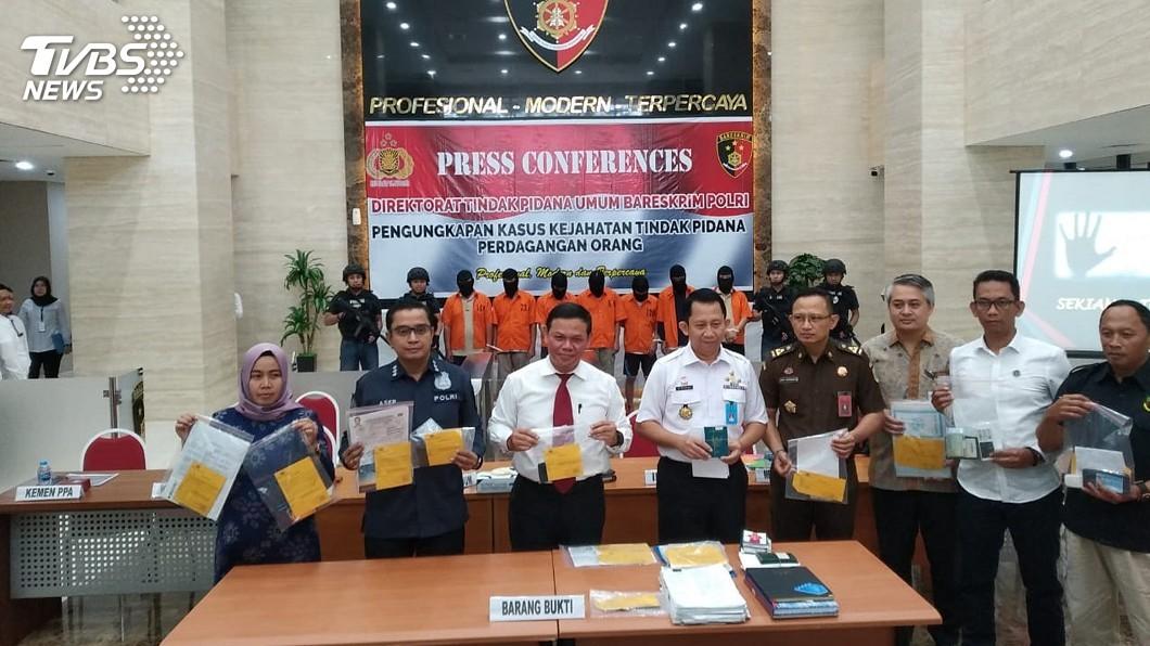圖/印尼警察總部刑事警察局提供 印尼破獲人口走私 以獎學金騙40人到台灣當黑工