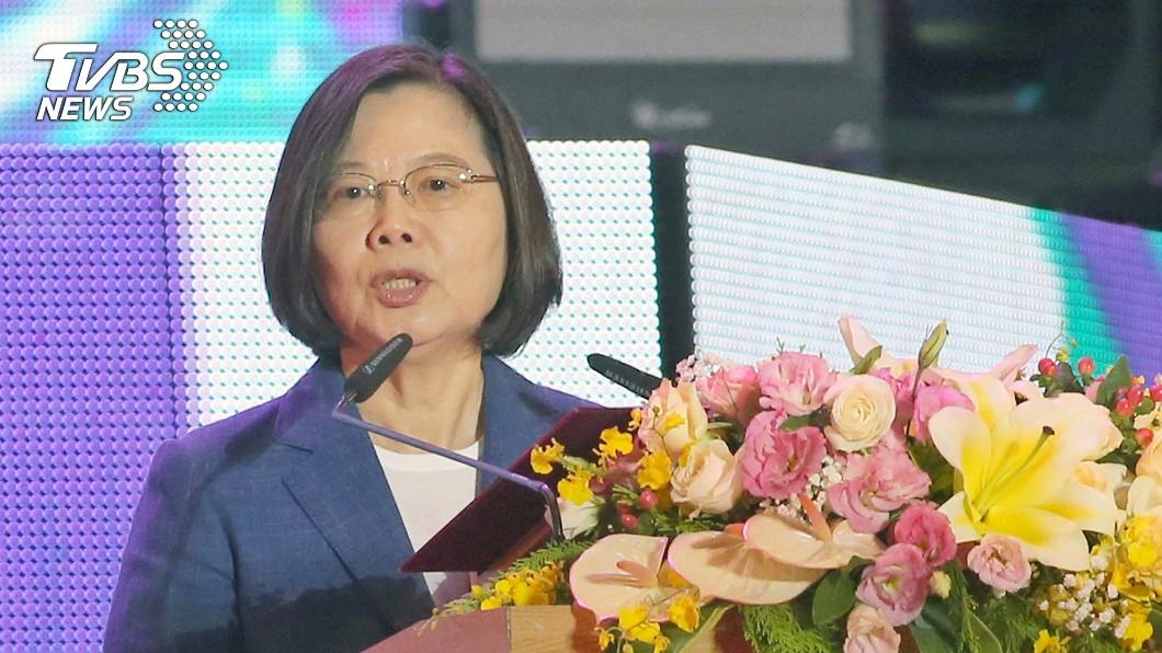 總統蔡英文9日晚間出席2019國慶晚會致詞表示,今年國慶的主題是「攜手世界.台灣耀飛」。(圖/中央社) 總統國慶談話 揭示下階段國家三目標