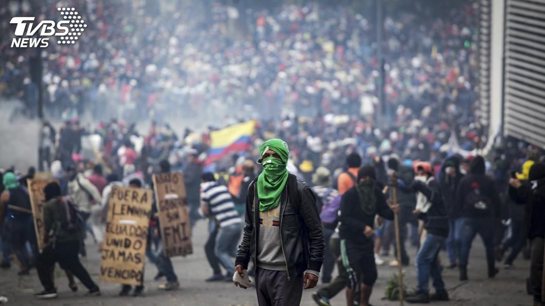 圖/達志影像美聯社 厄瓜多稅改惹怨 民眾抗議與警爆激烈衝突