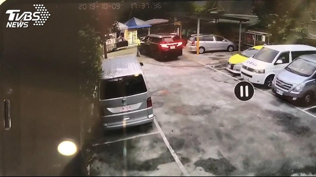 阻亂闖設「300元門檻」 男迴轉怨收費不合理