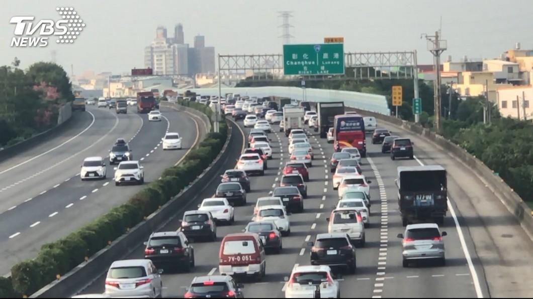 恐怖!雙十國道 122百萬車公里=繞台灣十萬圈