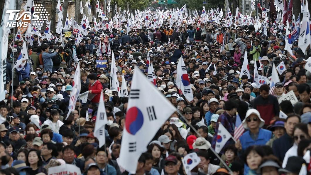 圖/達志影像美聯社 醜聞纏身曹國推司法改革 引發南韓對立風暴