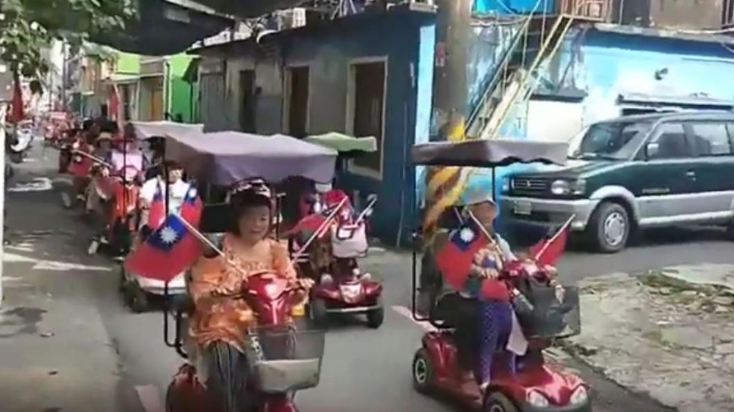 圖/翻攝自Nick Han YouTube 屏東村民自辦國慶遊行! 迷你鼓樂隊、鐵牛車全上陣