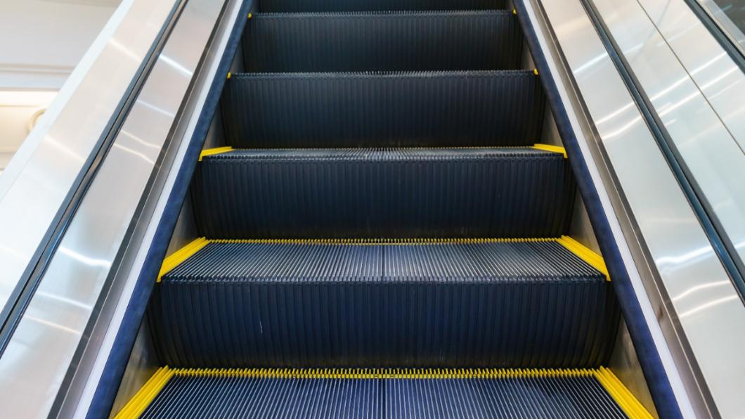 示意圖/TVBS 手扶梯側邊「謎樣刷毛」功能曝光 專家:可保命