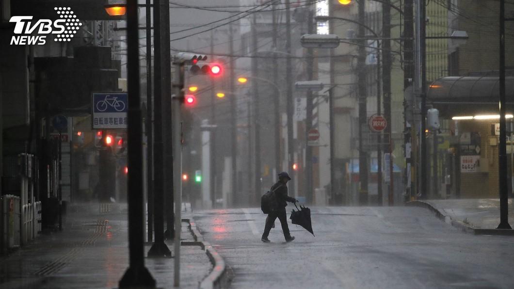 圖/達志影像美聯社 「哈吉貝」撲日傍晚靜岡登陸 日本最高等級警戒
