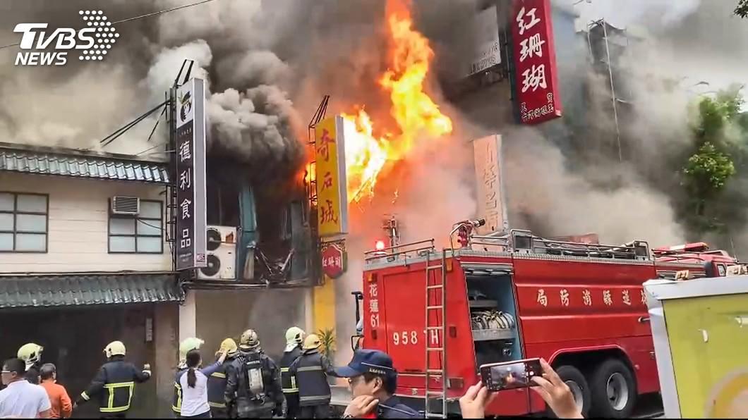 資料照/TVBS 花蓮大火撲滅!消防員「累壞癱地」 網心疼:謝謝辛苦了