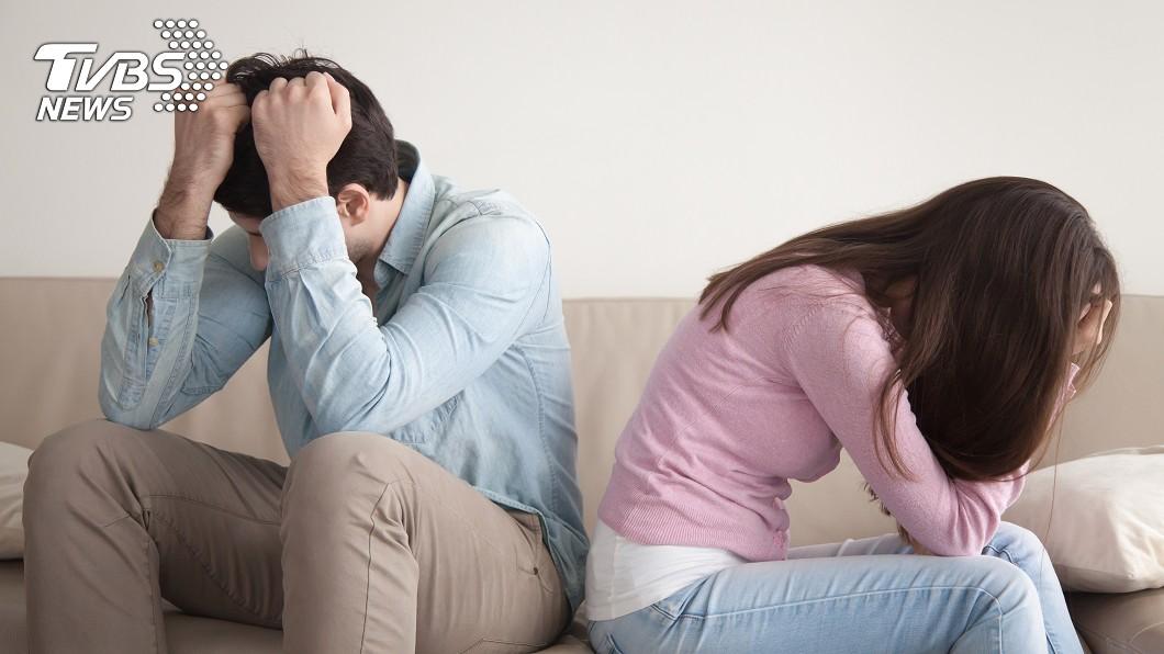夫妻難免會吵架。示意圖/TVBS 夫「出門打麻將忘燒水」惹怒妻…抓狂割爛沙發 網掀論戰