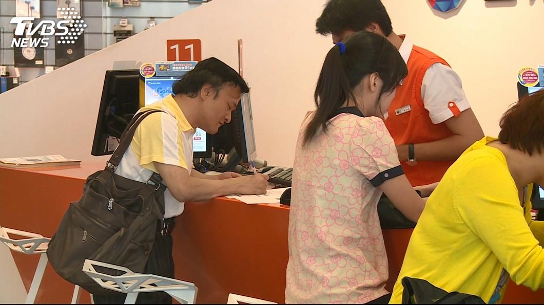 圖/TVBS 辦門號誤簽「手機合約」 女提告店員「不起訴」