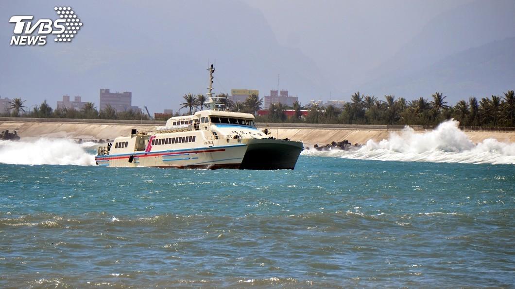 圖/中央社 東北風影響 台東往返綠島、蘭嶼客輪航班取消