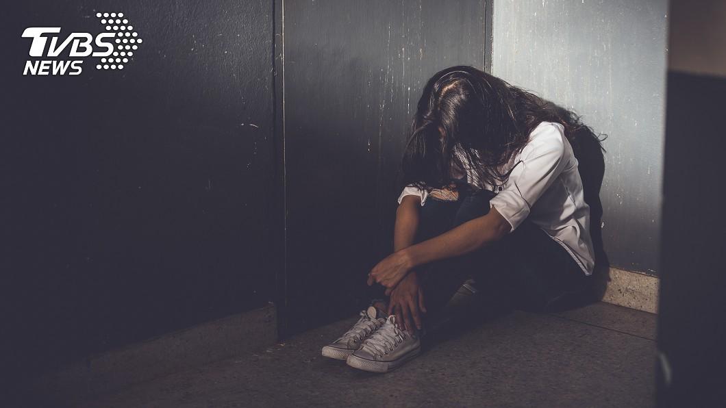 馬來西亞柔佛州發生1起悲劇。示意圖/TVBS 伴母屍5天!22歲弱智女兒「飢餓脫水」躲廁所