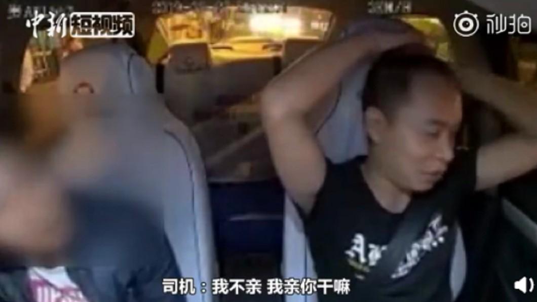 司機十分無奈。圖/翻攝自中新短視頻