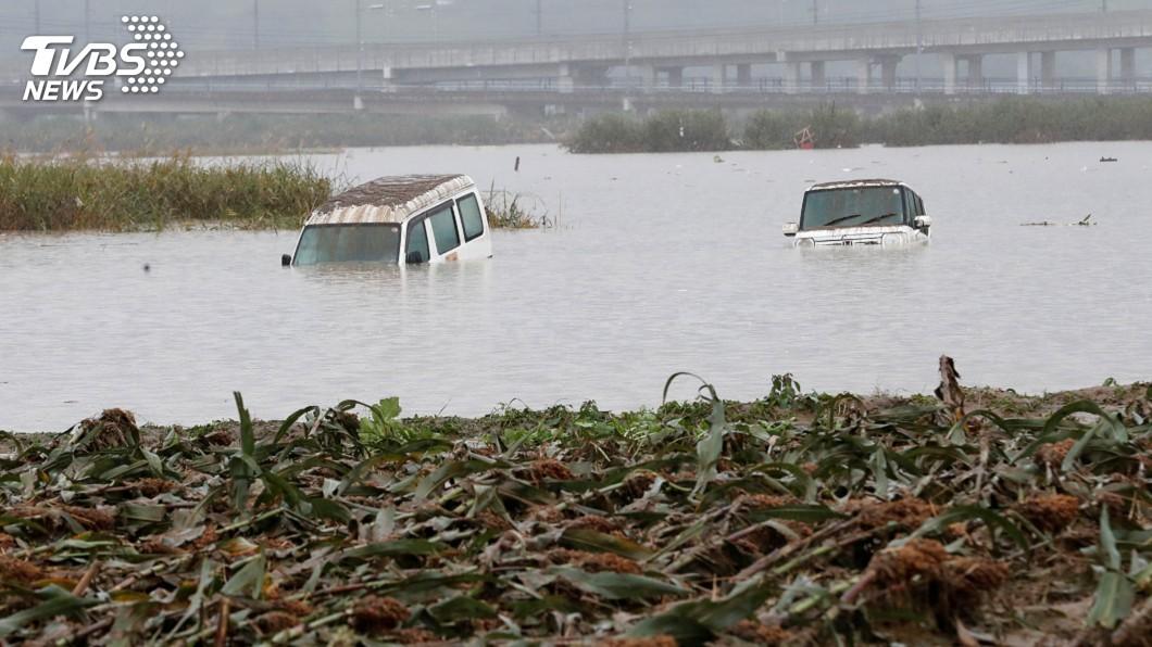 圖/達志影像路透社 颱風襲日至少43死16失蹤202傷 河川潰堤如海嘯