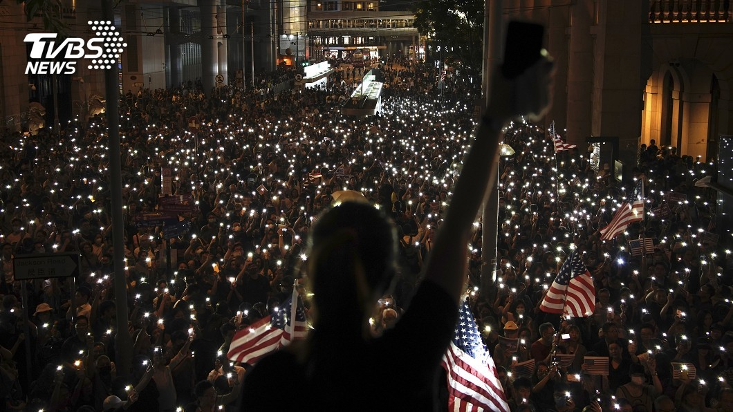 圖/達志影像美聯社 禁蒙面法後首場集會 千人擠爆挺香港人權法