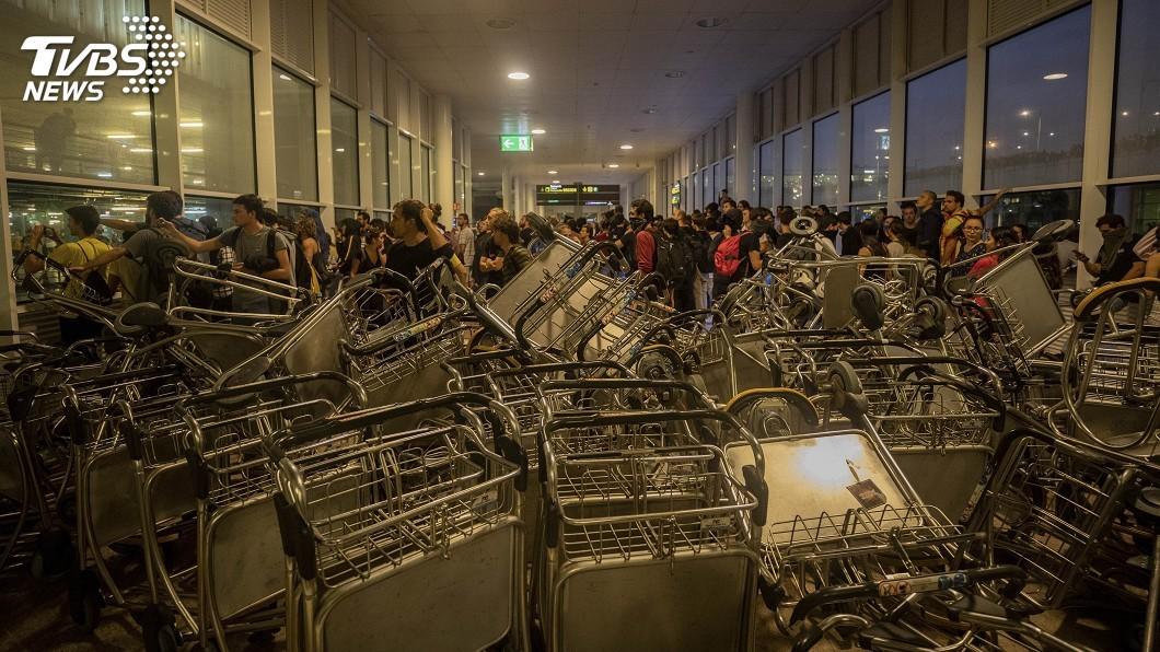 圖/達志影像美聯社 加泰隆尼亞獨派民眾機場示威 警民多次衝突
